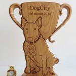награднНаградная продукция из дерева, деревянный кубок статуэтка Dog Cityая-продукция-кубки-медали-награды-из-дерева-выставка-собак-деревянный-кубок-бультерьер