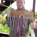 Именной холдер для медалей в триатлоне с персональной гравировкой для Дмитрия Петрыкина