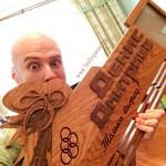 Держатель-для-медалей-в-велоспорте-для--Дениса-Дмитриева-от-Feeling-Wood