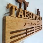 Деревянная именная медальница полка для кубков тхэквондо на заказ от Feeling Wood держатель для медалей