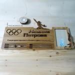 Спортивная медальница с фоторамкой - держатели для мадалей от Feeling Wood